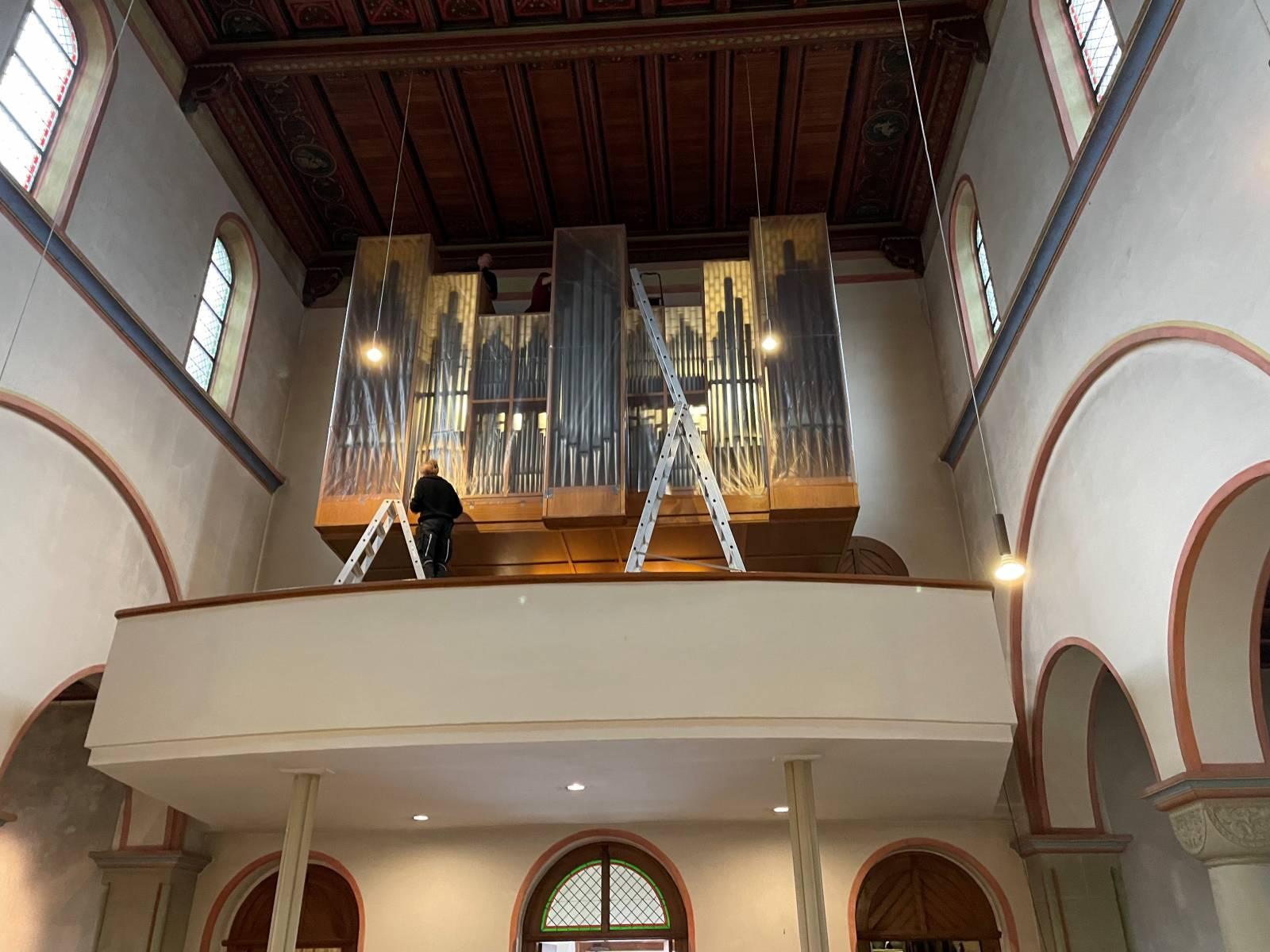 Einhausung der Orgel